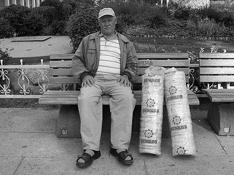 Yoğurtçu Parkı'nda kağıt helva yemek