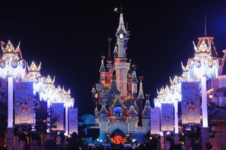 Disneyland (Paris) yılbaşı için şimdi daha bir gösterişli.