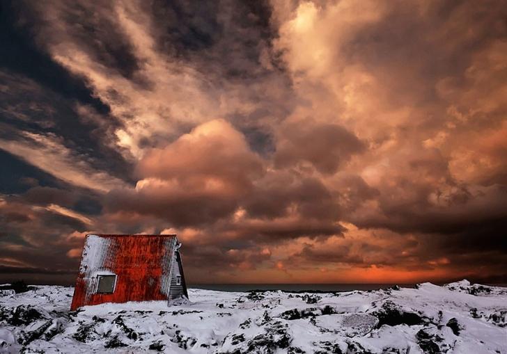 İzlanda'da terkedilmiş bir kulübe