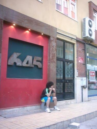 6 45 Cafe kapanmış olsa da bir dönem buralarda ne aşklar yaşandı ne güzel müzikler dinlendi!