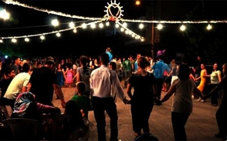 Eskişehir'de sokaklarda yapılan düğünler meşhurdur.