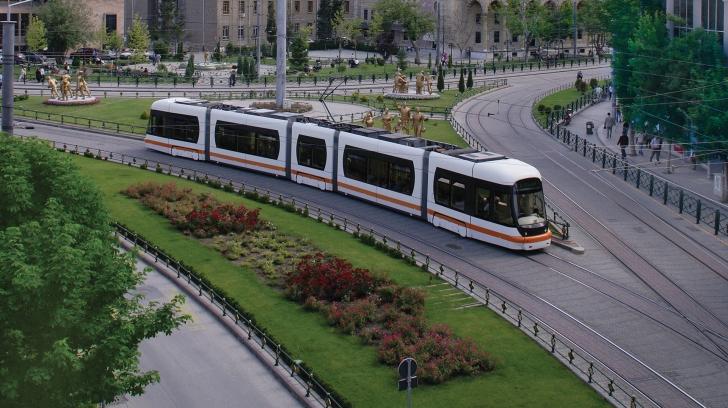 Eskişehir'de 65 yaş üstü kişilere tramvay ve halk otobüsleri bedavadır.