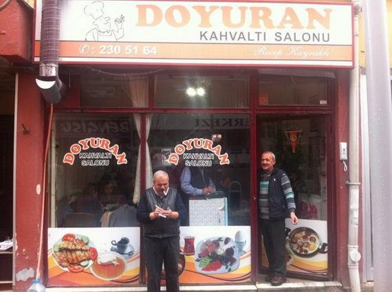 Eskişehir'de, kendi çapında ünlü, minik, çok şeker bir kahvaltı salonu olan Doyuran'ın menemeni efsanedir.