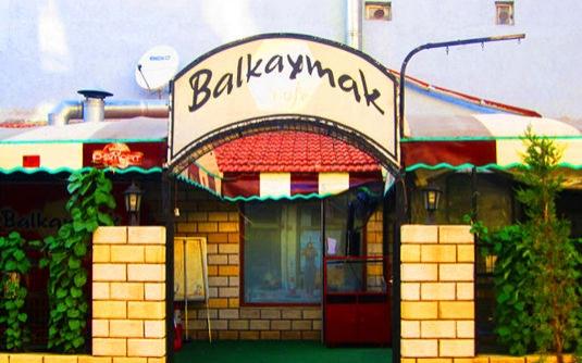 Balkaymak kafe, antika sobanın başında yapılan efsane kahvaltıların mekanı olmuştur.