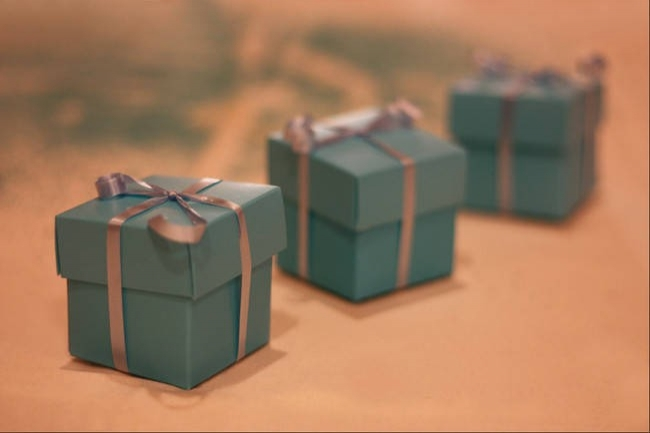 Birinin evinde kalıyorsanız onlara bir hediye getirmeniz gerekir.