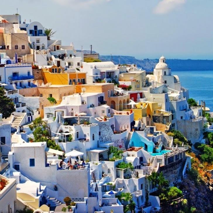 5. Santorini, Yunanistan
