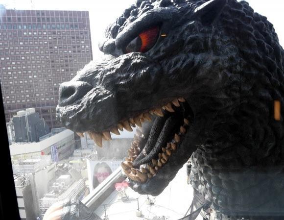 1954 yılından 2014 yılına kadar serisi çekilen Godzilla'nın yıkıp döktüğü bir otelde kalmak ister miydiniz?