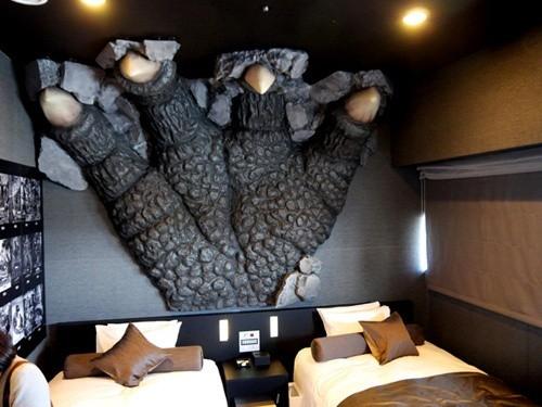 2003 yılında Godzilla: Tokyo S.O.S.'in çekildiği binalardan bir tanesi otele dönüştürülerek serinin hayranlarıyla buluşturuldu.