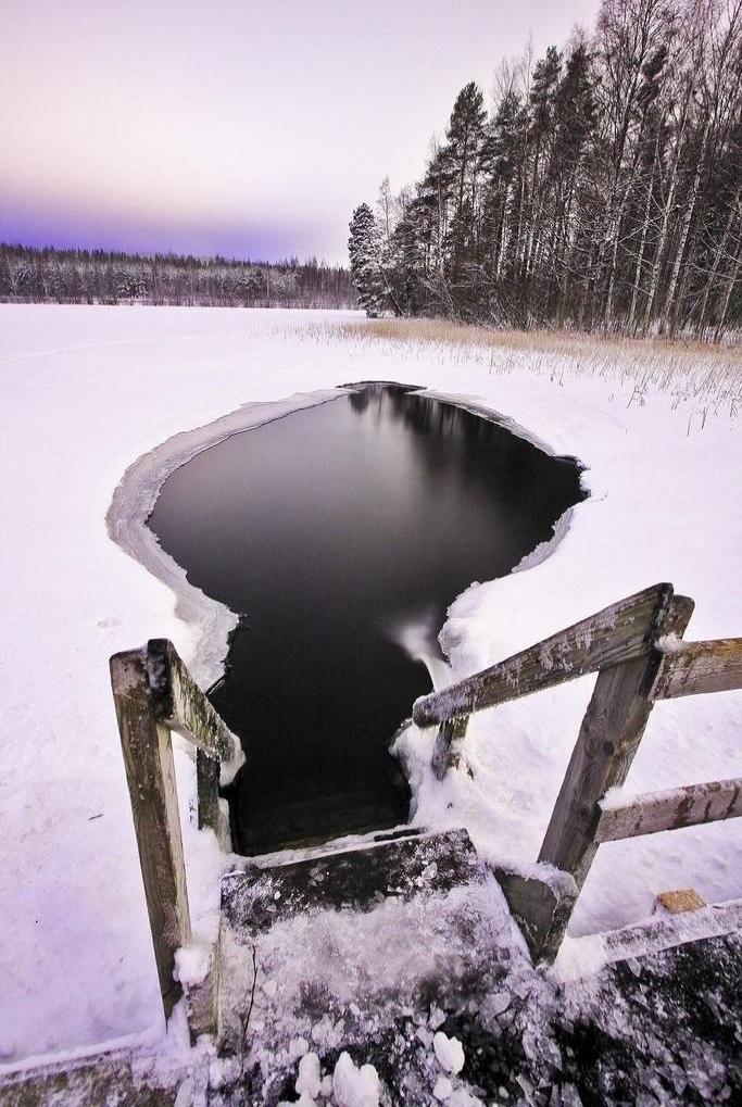 Finlandiya'da buz dalışı