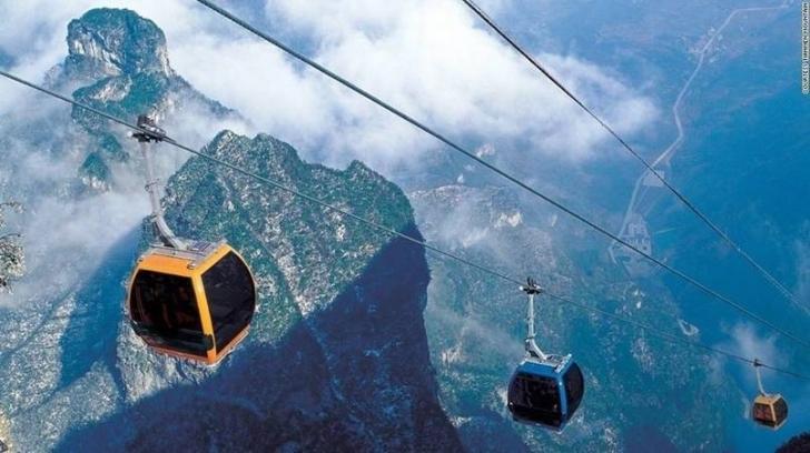 Çin, Hunan'da Cennet Kapısı Dağı'na tırmanmak