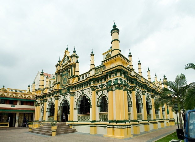 Abdul Gafoor Camisi görmeniz gereken yerler arasında. 1850'lerde kurulan bu muhteşem yapı, hala Singapurlu müslümanların ibadetine açık. Orjinali tahta olan bu yapı daha sonra betonla revize edilmiş.