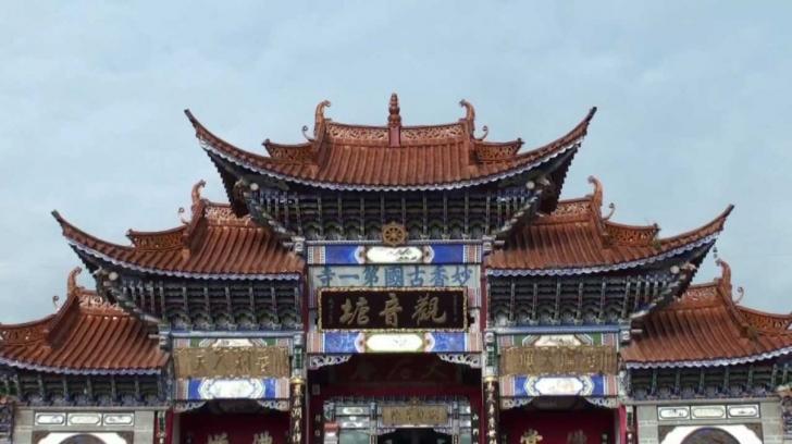 Sedece Kuan Yin Tapınağı'nı görmek için bile gidilir. Nirvana'ya ulaşmak için budistlerin ibadet ettikleri bu yapının tarihi 19. yüzyıl başlarına denk geliyor.