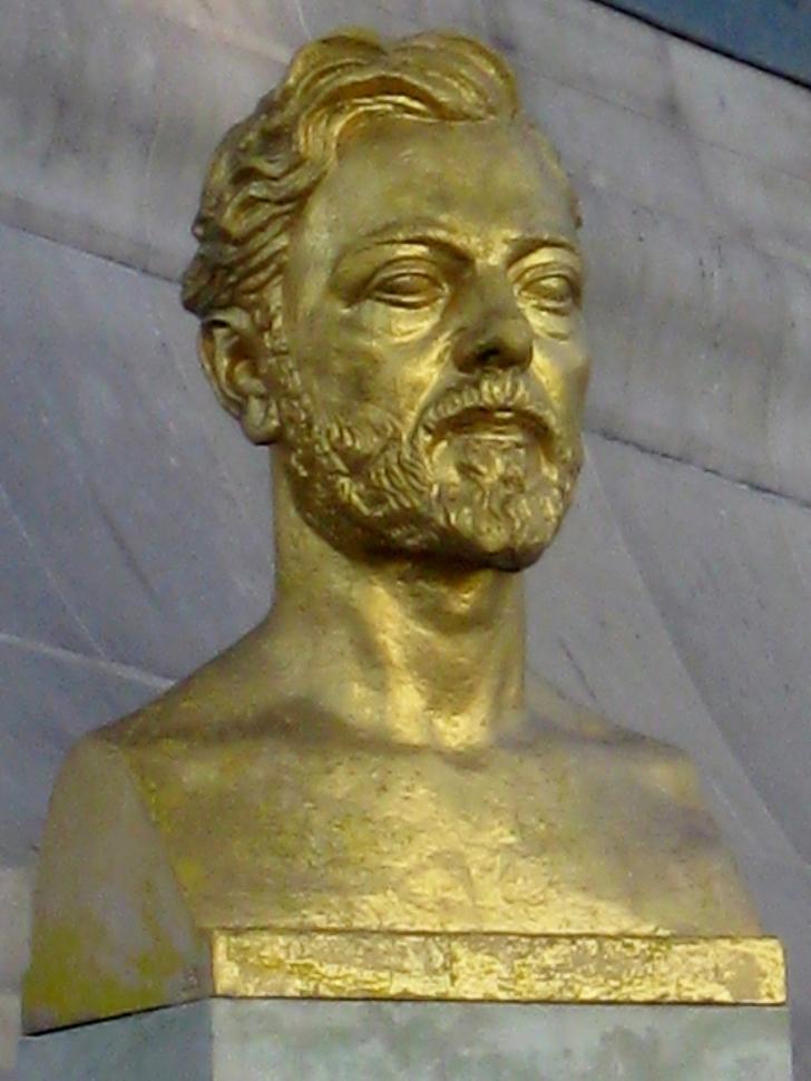 İsmini mimarından değil, inşa ettiren firma ve firmanın sahibi olan Gustave Eiffel'den alır.
