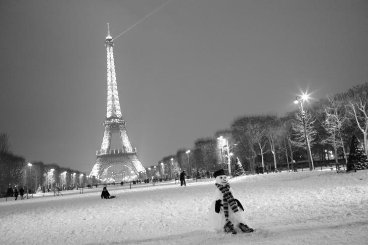 Kış aylarında demirin soğuk hava yüzünden çekmesiyle, yaz-kış arasında kulenin boyunda 15 cm'lik bir fark oluşur.