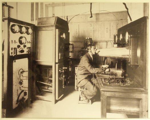 Fransa tarihindeki ilk radyo yayını da Eyfel Kulesi'nden yapılmıştır.