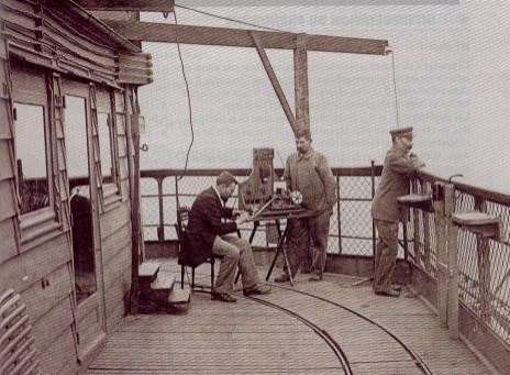 Yapımından 20 sene sonra kaldırılması planlanan Eyfel Kulesi, yüksekliğinden dolayı 1. Dünya Savaşı sırasında iletişim üssü olarak kullanıldığı için sökülmesinden vazgeçilmiştir.