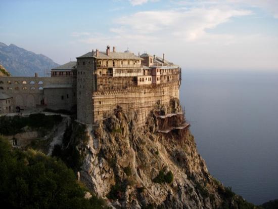 Yamaçlarında 20 manastırı barındıran Athos Dağı, diğer adıyla 2 Kutsal Dağ / Yunanistan