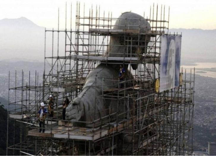 Sao Paolo'daki Kurtarıcı İsa Heykeli yapılırken...