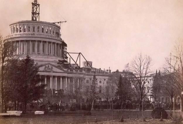 Amerika Kongre Binası'nın restorasyonundan bir kare, 1861.
