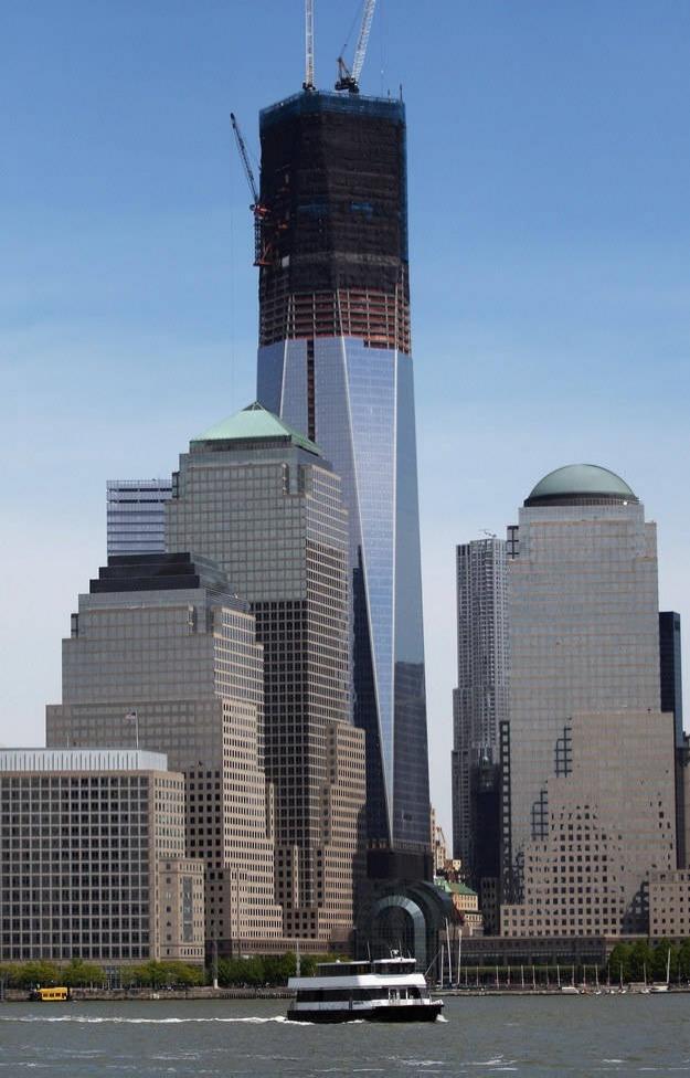 Bir intihar saldırısı ile  yok edilecek olan Dünya Ticaret Merkezi binalarının ilki yapılırken, 2012