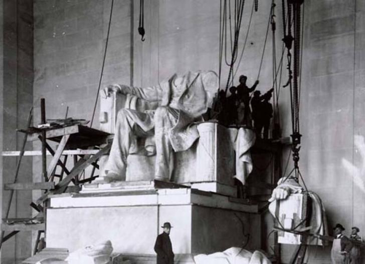 Amerika'nın en sevilen başkanı Abraham Lincoln'ün anısına yapılan anıttan bir kare, 1921.