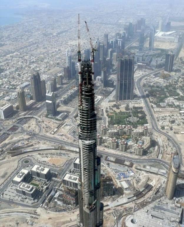Dünyanın en yüksek gökdeleni Burç Halife tamamlanmadan önce, 2008 yılında böyle gözüküyordu.