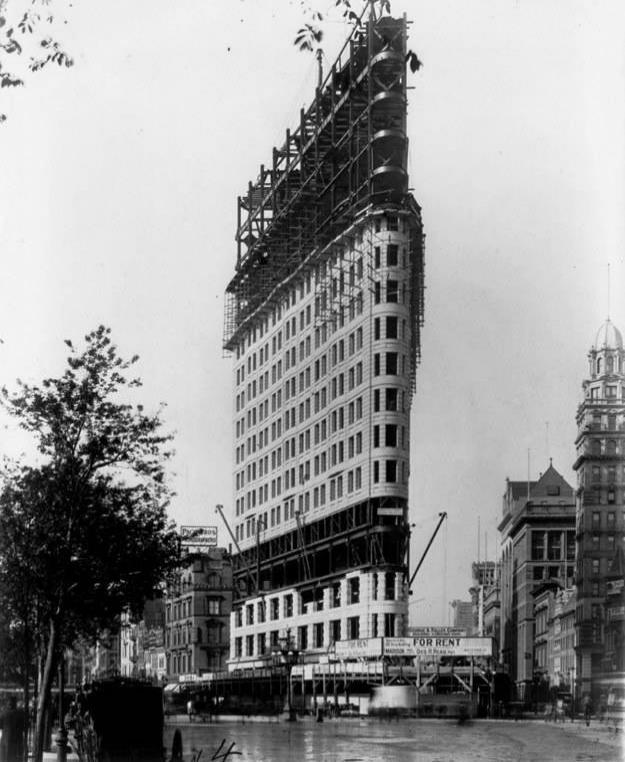 Zamanında yapımının çığır açtığı Flatiron Binası, 1902.
