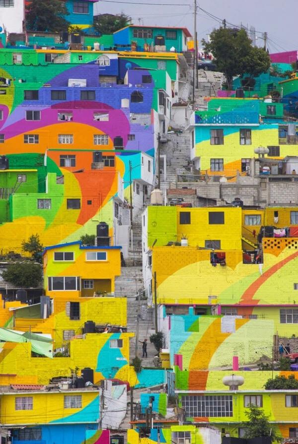 Her evle tek tek ilgilenen sokak sanatçılarının işi hiç kolay olmadı.