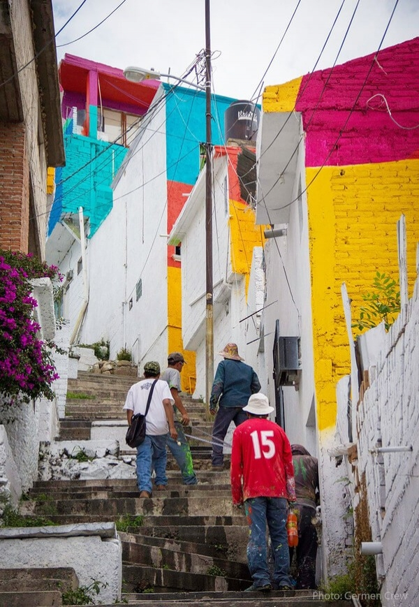 Günler süren planlama çalışmalarında hangi evin, nasıl boyanacağı belirlendi.