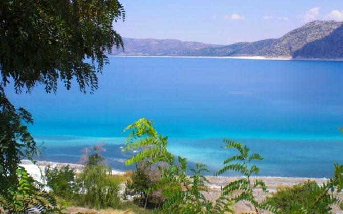 Göl suyunun terkibinde magnezyum, soda ve kil bulunması bazı cilt hastalıklarının tedavisinde yararlı sonuçlar veriyor. Uzmanların yaptığı araştırmalara göre göl suyu sivilcelere iyi geliyor.