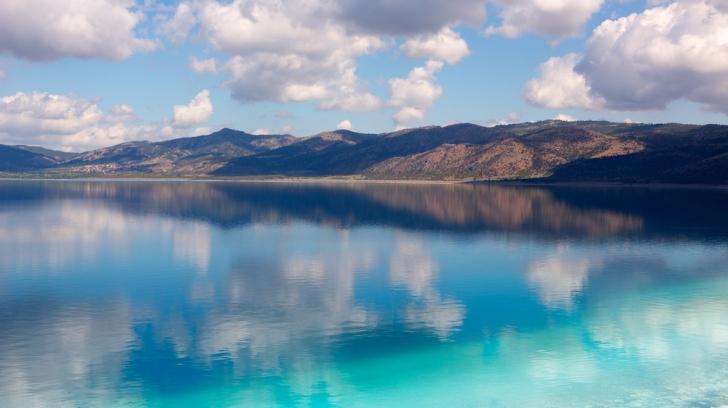 Bütün bu özellikleriyle dünyanın ender sulak alanlarından biri olan Salda Gölü ve çevresi, 1989 yılında 1. derece doğal sit alanı olarak koruma altına alındı.