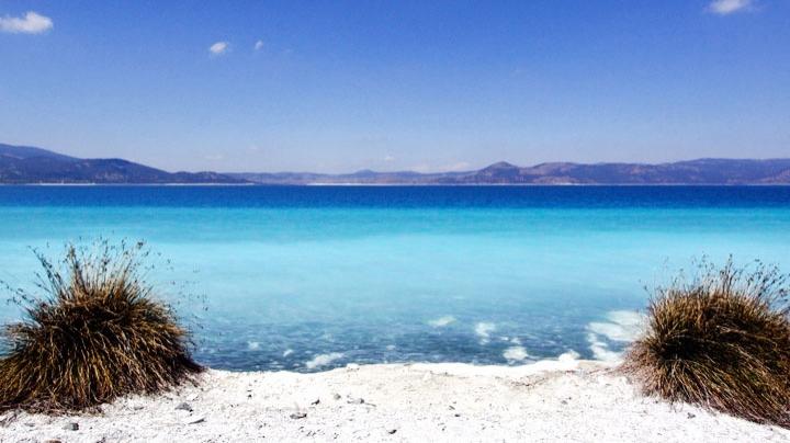 Salda Gölü'nün can damarı olan Düden Çayı'nın önüne set çekilerek Türkiye'nin nazar boncuğunun rengi giderek solacak.