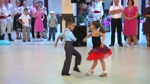 Altı Yaşındaki Minnoşlardan 'Yok Artık!' Diyeceğiniz Bir Performans!