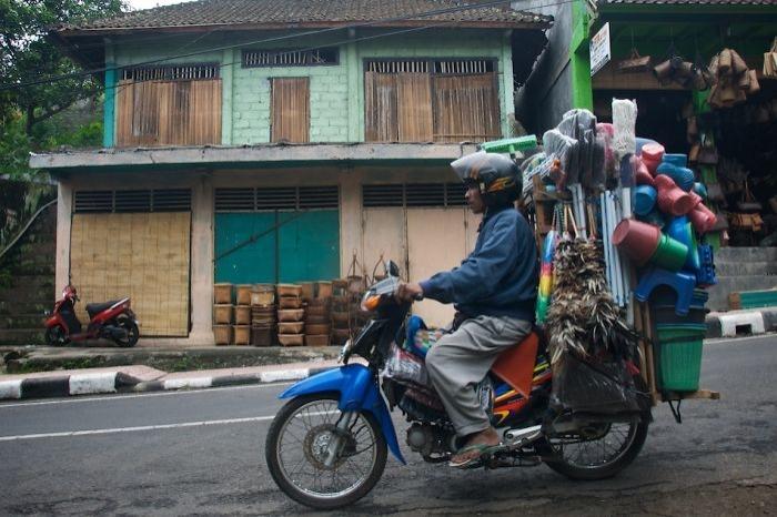 Hal böyle olunca Vietnam'da motorlar neredeyse insanların elinden ve kolundan farksız hale gelmiş.
