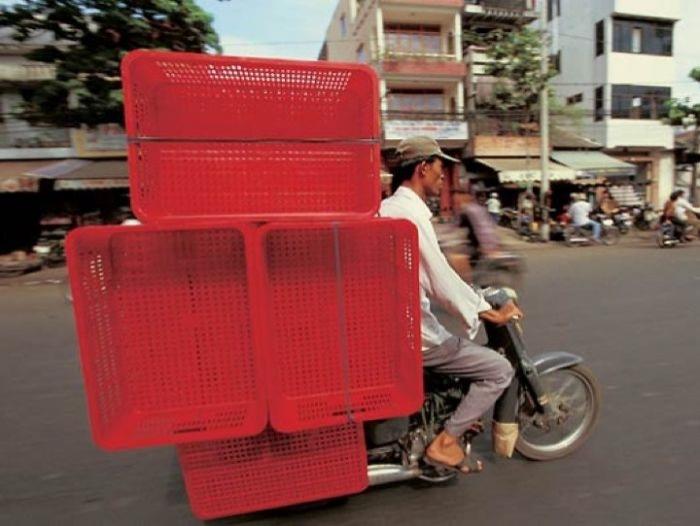 Vietnam yönetimi tüm motosiklet kullananların kask takmasını geçen yıl zorunlu kıldı.