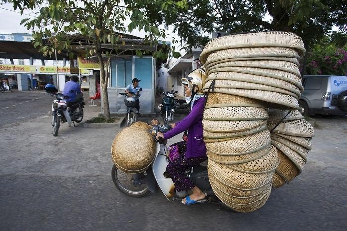Vietnam yönetimi çocuklarının kasksız motosiklet kullanmasına izin veren ebeveynlerin para cezasına çarptırılması için bir yasa üzerinde çalışıyor.