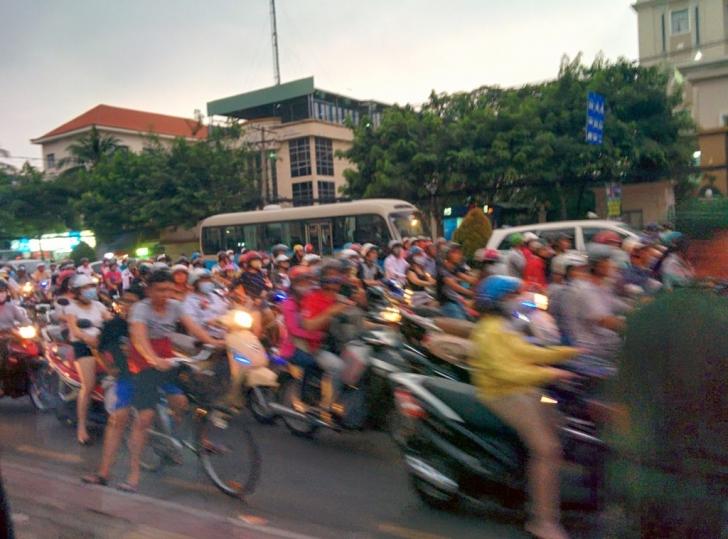 Ve işte Vietnam'ın o meşhur motor trafiği.