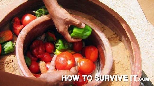 13. Kum ve seramik saksılardan yapılan doğal buzdolabı kullanarak sebzelerinizi taze tutun.