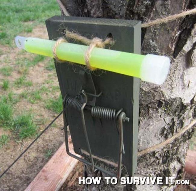 15. Kamp alanınıza fare kapanlı ve karanlıkta patlayan çubuklu güvenlik sistemi kurun.