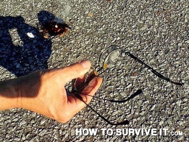 17. Gözlüklerinizi büyüteç olarak kullanıp güneşi kullanarak ateş yakabilirsiniz.