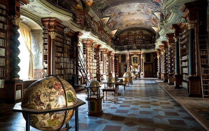 Klementinum Kütüphanesi şu anda Çek Cumhuriyeti'nin milli kütüphanesi olarak görülüyor.