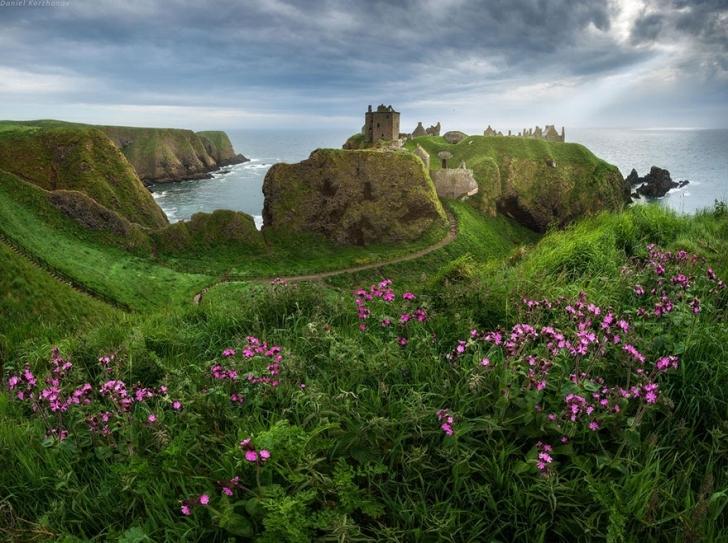 ...ki zaten İskoçlar; kendi kültürlerine ve geleneklerine bağlı, geçmişlerini sürekli canlı tutan, tarihe önem veren bir millet.