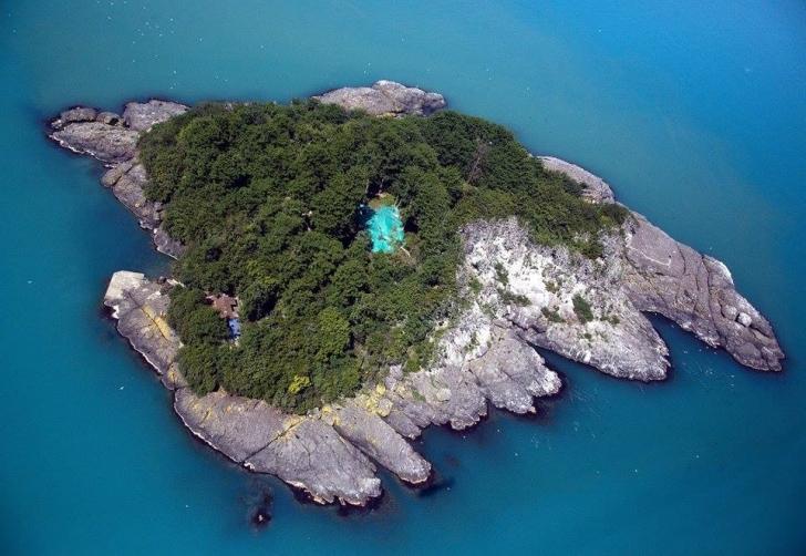 Amazonların tapınak adası