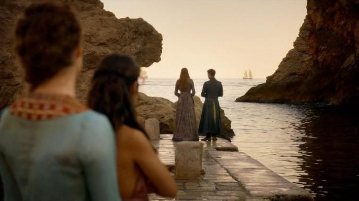 Sansa Stark'ın Petyr Baelish ile pazarlık yaptığı küçük liman (Lovrijenac Kalesi'nin hemen dışı oluyor burası)