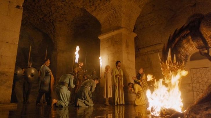 Diocletianus Sarayı'nın bodrumu yine. Ejderhaları besleme zamanında bir kare ile beraber.