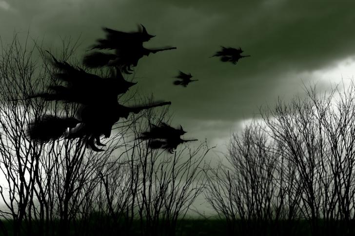 Havada savaşan 2 cadı grubu... Kanları emilerek öldürülüp ateşe atılan cadılar...