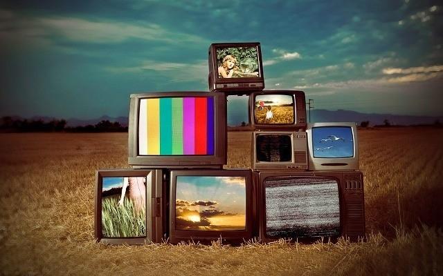 Hepsi Birbirinden Farklı Ülke İnsanlarının 'TV' Karşısına Oturduklarında Temsil Ettikleri Garip Kitleler