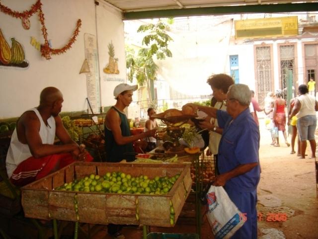 Küba parası ve yerel pezo harcamak