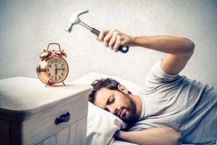 """""""Yaaa Beş Dakikacık Dahaa..."""" Derken Uykuyu Mundar Etmek: Alarmınızı Neden Ertelememelisiniz?"""