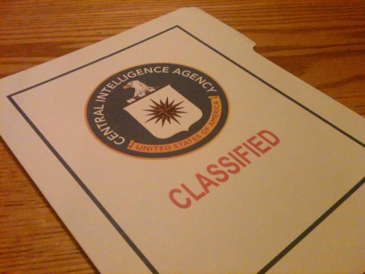"""CIA'nın 1944'te Yayınlanan """"Çalıştığınız Organizasyonun Üretkenliğini Nasıl Sabote Edersiniz"""" Temalı Ajan Rehberinden 16 Basit ve Komik İpucu"""